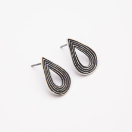 'Lines in Motion' Black Teardrop Earrings